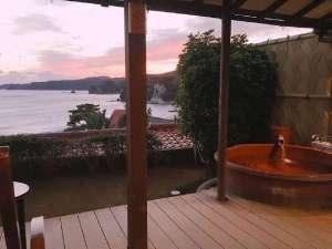 夕陽が落ちる時間の露天風呂付き客室