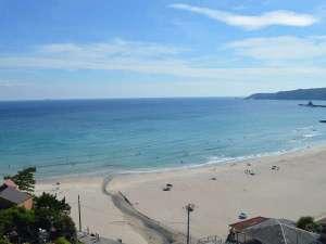 水質検査AAの澄んだ海と白い砂浜