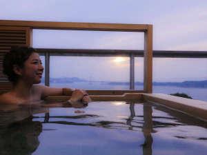 別邸 蒼空の露天風呂では美を保ち美を追求する自家源泉の療養泉「南あわじ温泉」をお愉しみ頂けます