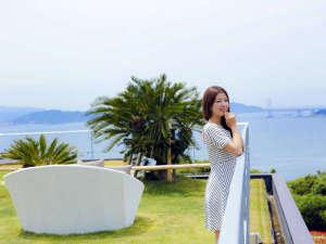 鳴門海峡と大鳴門橋を一望する絶景のソラテラスは記念写真撮影にもおすすめのスポット