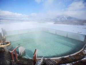 ◆【空中露天風呂「天女の湯」】(冬)/結氷した阿寒湖が美しく輝いてとっても綺麗!
