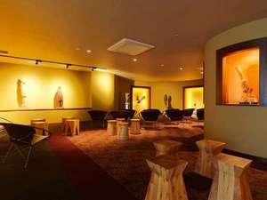 ギャラリー「ニタイ」/阿寒湖畔在住の瀧口政満氏の木彫作品を一堂に集めたギャラリーです。
