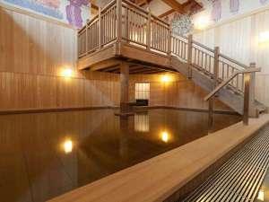 ◆【1F大浴場「豊雅殿」】/檜風呂。香り高い檜風呂で癒しのひとときをお過ごし下さい。