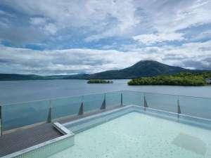 ◆【空中露天風呂「天女の湯」】「天女の湯」。広い湯船から眺める素晴らしい景色に感動