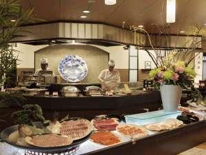 ■【メインダイニング天河】/旬の魚を刺身で。種類豊富なのでどんぶりに載せてオリジナル丼にしてもOK