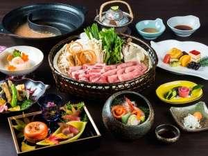 【紅特製・米の娘豚の錦しゃぶしゃぶ和食膳】最上の味覚をふんだんに使用した風味豊かな料理が並びます