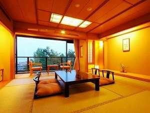 【和洋室】すべての客室から琵琶湖が一望できます。くつろぎのひとときをお過ごし下さい。