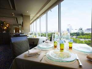 フランス料理SAKURAでは、大阪城公園の四季とともにお料理をお楽しみ頂けます。