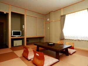 全室空気清浄器設置。。室内禁煙でお願いしております。お部屋に灰皿は置いておりません。