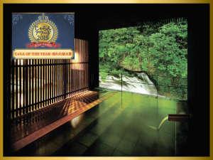 会津の名所・名瀑「伏見ヶ滝(ふしみがたき)」を望む、絶景露天風呂「瀧美(たきみ)の湯」のイメージ♪