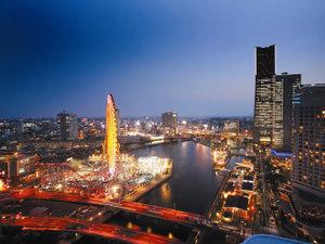 【客室からの景観】シティビュー夜景 煌びやかなみなとみらいの街並みを一望