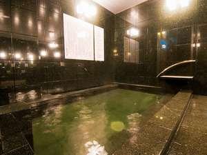 天然温泉『飛鳥の湯』内湯:少し緑が勝った温泉は神経痛・筋肉痛・関節痛・冷え性等に効果てき面です。