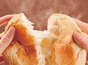 ご朝食のパンはホテルで焼いております