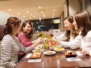 【エルバージュ】テーブルいっぱいに料理を並べ、かんぱ~い☆