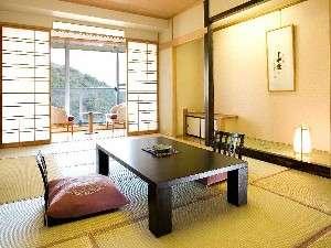 鏡ヶ池を眼下にゆったりとした和室(一例)