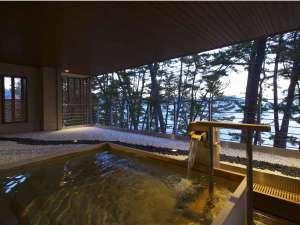 ◆根浜海岸の美しい松林と朝日が昇る海が一望できる絶景露天風呂はここだけ◆