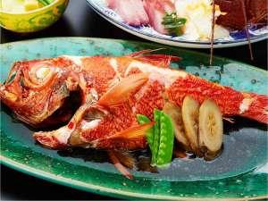 料理長秘伝のタレで優しく煮付けた【金目鯛の房州煮】は人気の逸品!