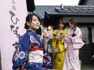 蔵ショップ「ひなの蔵」では、足湯でドリンクもできます♪足湯から竹田城も望めます。