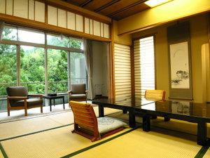 宇連川を望む眺めの良いお部屋でゆっくりとお寛ぎください(和室一例)