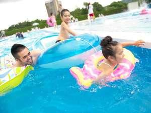 夏休み期間限定営業の「スーパージャンボプール」は北海道最大級!※人気の室内プールは通年営業です♪
