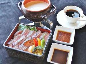 朝食【期間限定】ステーキ重サーロインステーキを朝からがっつりと!
