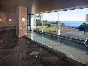 太平洋を望める展望大浴場
