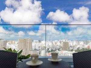 【13Fテラス】那覇市街地が一望しながらコーヒータイムを。