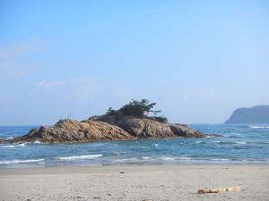 当館から車で5分。浦富海岸には、1年を通して多くの方が訪れます。