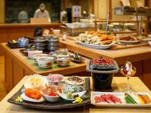 【桜房一例】色彩豊かな季節膳とサラダ・フルーツ・スイーツなどをバイキングスタイルで楽しめます。