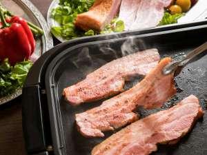 【7~8月/夏肉と夏野菜のチカラ】焼きたての厚切りベーコン