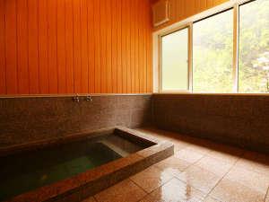 【女湯】静かな山の景色を眺めながらゆっくりとお風呂に入りリラックス