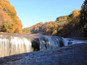 天然記念物にも指定されている吹割(ふきわれ)の滝