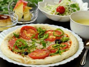 お子様も嬉しい♪あっつあつのピザをお楽しみください!