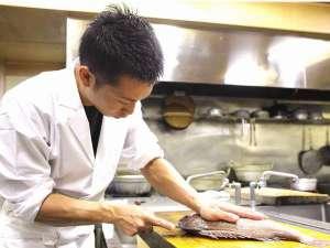 毎朝捌きたてで丁寧に処理された鮮魚を提供しています。