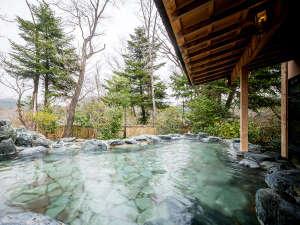 【別館男性露天風呂】秋保の自然を楽しめる露天風呂。四季折々で異なった表情を見せます。