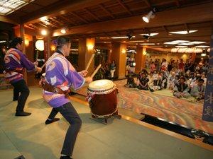 毎晩9時より開催の「慶山太鼓ショー」