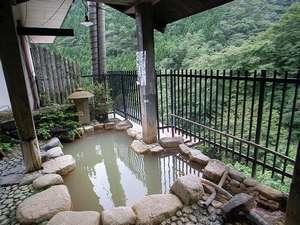 貸切露天風呂。温泉の泉質はかなりの自慢♪眺望もgoodですよ