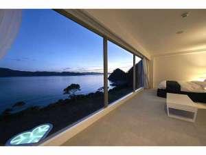 お部屋から見る加計呂麻島とハートのプール