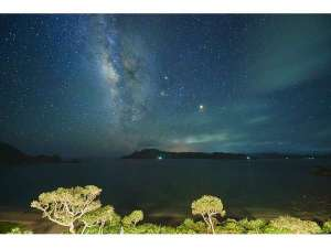 屋上から見る天の川はとても神秘的、星降る夜にあなたは何を願いますか?