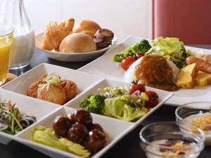 無料のご朝食は様々なメニューを日替わりでご用意しております。