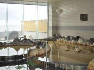 ホテル直下から温泉が湧出しており、宿泊施設としては利尻・礼文で唯一の源泉掛流しです。
