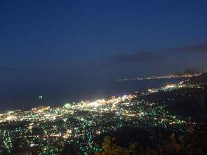 ゴンドラで行く天狗山、山頂から見る夜景はとても綺麗です。北海道3大夜景の一つです。