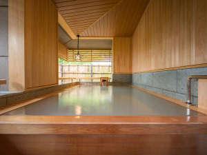 無料貸切風呂【蓮】檜風呂…湯量豊富な自家源泉を引く4箇所の貸切風呂はどちらも全て無料