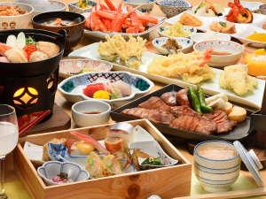 【ご夕食】テーブルへご用意する季節の食前酒&旬彩膳と、郷土料理が中心のセミバイキング♪