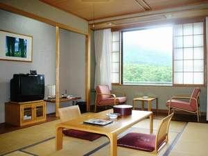 一部のお部屋からはアポイ岳が望めます和室10畳