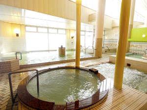 4種のお風呂にサウナに水風呂♪満天の星空を眺めて浸かる、露天風呂♪美肌の湯をバラエティ豊かに満喫♪