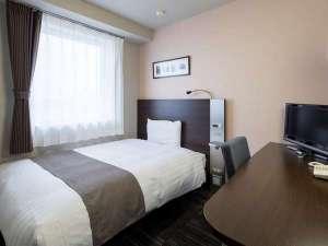 ダブルエコノミーのベッド幅は140センチです♪