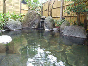 【露天風呂】湯布院の星空を眺めながら、ゆったりと温泉をお楽しみください。
