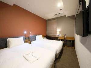 【客室】ツインルーム/120cm幅ベッド×2台/全室禁煙