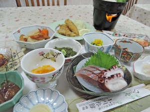 *夕食一例/栄養士資格を持つ、女将がバランスの取れたお料理をご用意!